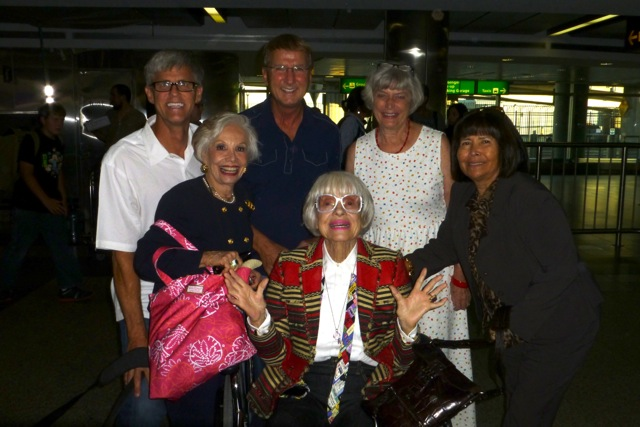 Arriving in New York - Jerry Green, Gloria, Gary Hall, Carol Channing, Donna Martin and Sylvia Long